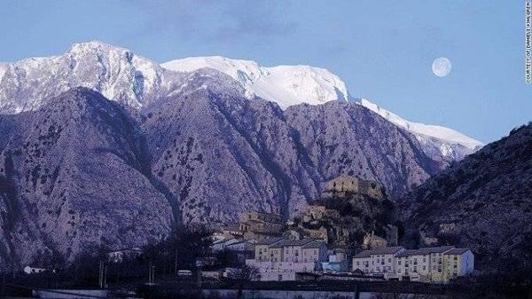 Molise sở hữu những khung hình tuyệt đẹp cùng đường bờ biển Adriatic với những bãi biển nguyên sơ và ngọn núi Apennine cao 2000 mét.