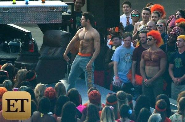 Đây là cảnh quay nhân vật Teddy của Zac trong một bữa tiệc ngoài trời với đám đông sinh viên. Nội dung của bộ phim hiện vẫn được giữ kín. Phần 1 của Neighbors ra rạp năm ngoái nhận được khá nhiều lời khen ngợi.
