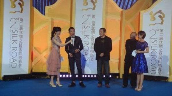 Lưu Đức Hoa nhận giải Nam diễn viên xuất sắc.