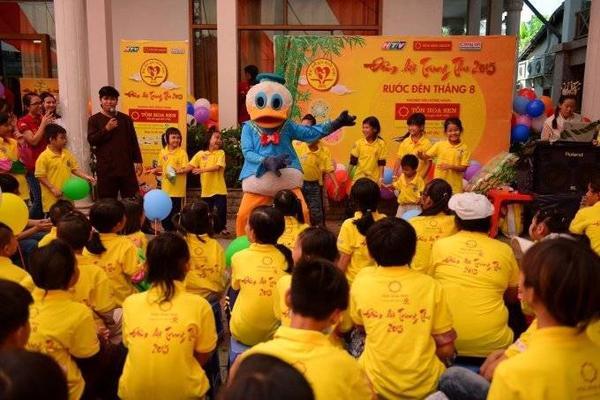 Các em nhỏ hào hứng với các trò chơi hoạt náo & những vũ điệu sôi động