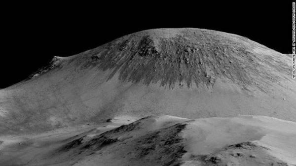 Sự tồn tại của nước lỏng, cho dù mặn chát hơn cả nước biển đại dương, cũng đưa ra khả năng có sự sống trên sao Hỏa, có thể là cuộc sống của các vi sinh vật mà các nhà khoa học sẽ dần dần khám phá.