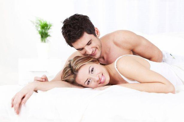 Couple-in-bed (1)