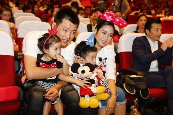 Gia đình Ốc Thanh Vân trong show diễn đầu tiên của Disney Live