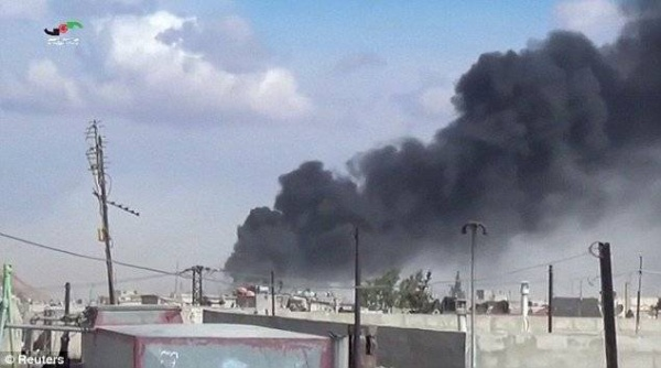 Đoạn video công bố ngày hôm qua (30/9) cho thấy các máy bay Nga nhằm vào các mục tiêu ở tỉnh Hama, Syria dưới quyền kiểm soát của các nhóm nổi dậy thân Mỹ mà không phải là phiến quân IS.