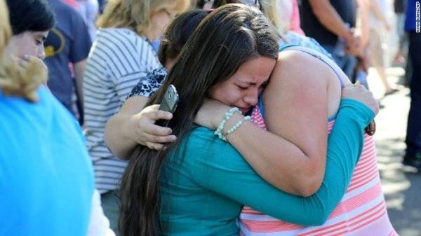 Các sinh viên mừng đến phát khóc khi thoát khỏi nguy hiểm cận kề.