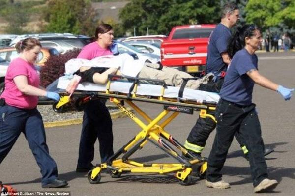 Một nạn nhân được xác định đã tử vong trên xe cứu thương.