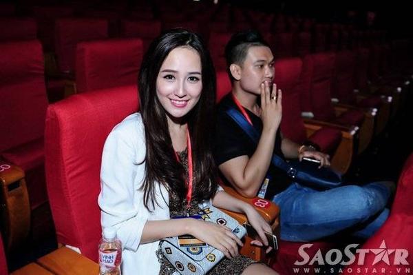 Hoa hậu Mai Phương Thúy ăn vận đơn giản đến buổi tổng duyệt.