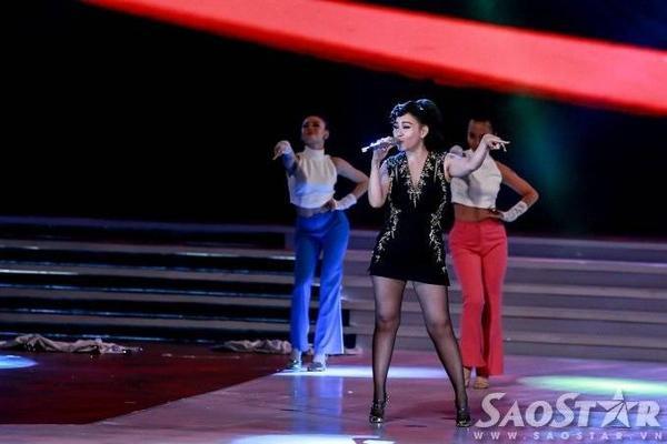 Thu Minh cũng một lần nữa trở lại sân khấu với sáng tác mới của nhạc sĩ Châu Đăng Khoa - Just Love.