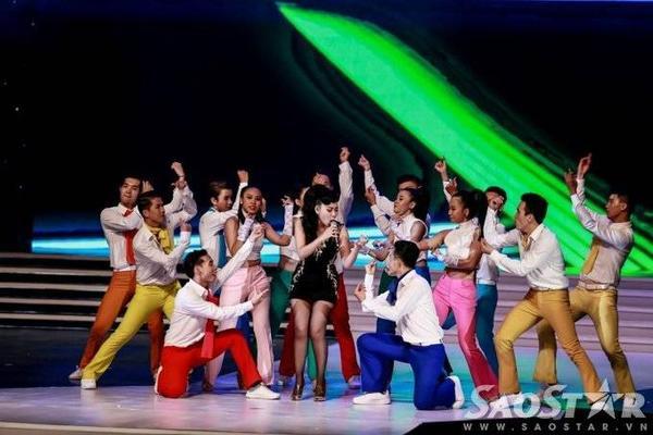 """Có thể nói, đêm chung kết Hoa hậu Hoàn vũ 2015 diễn ra trọn vẹn, thành công. Trong đấy, 3 giọng ca hàng đầu Việt Nam đã mang đến chuỗi tiết mục âm nhạc đặc sắc, """"sướng tai, no mắt""""."""