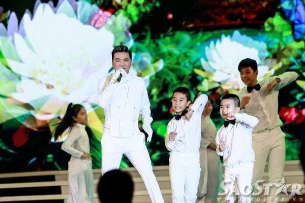 Tuy gặp một chút vấn đề về giọng nhưng giọng ca Xin lỗi tình yêu vẫn hoàn thành trọn vẹn tiết mục của mình. Anh cùng vũ đoàn ABC kids mang đến không khí sôi động, hấp dẫn cho đêm thi quan trọng.