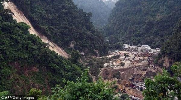 26 người được xác nhận đã thiệt mạng và hơn 600 còn đang mất tích trong đống bùn đất.