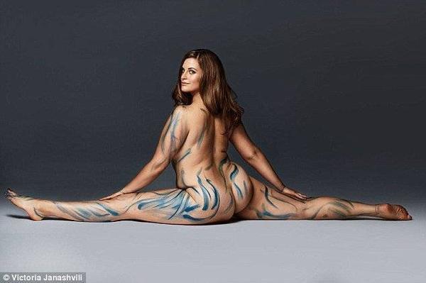 Ban đầu Emily giấu kỹ những bức ảnh này trong máy tính hàng tháng. Cuối cùng cô cũng quyết định chia sẻ sự thật về con người mình và giúp mọi người nhận ra vẻ đẹp bản thân.