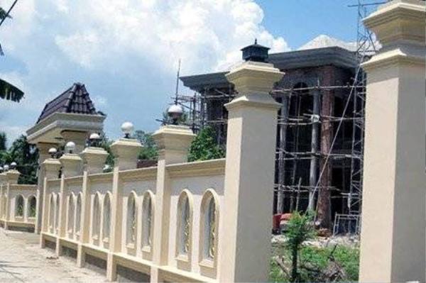Biệt thự nguy nga tráng lệ của ông Nguyễn Bảy đang trong giai đoạn hoàn thiện.