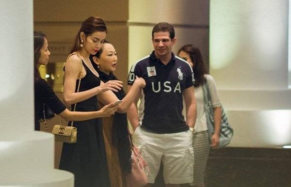 """Kết thúc buổi ăn tối, Hà Hồ và """"ông trùm"""" ngành thể hình giải trí Randy Dobson tiễn bác sĩ Eri lên xe ra sân bay về Nhật, kết thúc 3 ngày bà lưu lại Việt Nam."""