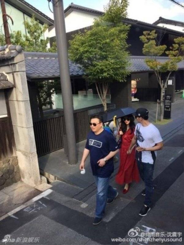 Chuyến vi vu tới Nhật của cặp nghệ sĩ gặp không ít phiền toái.