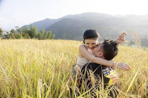 Nguyễn Hoàng Diễm - Trần Hòa Huy là cặp đôi người Đà Nẵng có niềm đam mê với xe phân khối lớn và chinh phục các cung đường miền núi Tây Bắc.