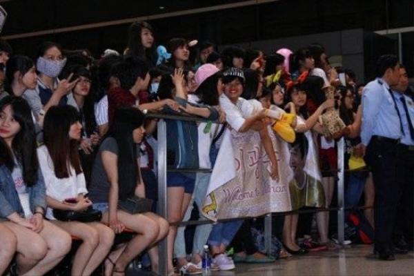 fans nóng lòng đợi Lee Kwang Soo.