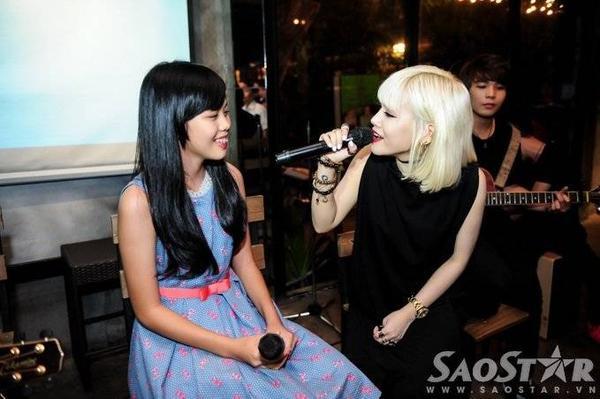 Yến Lê gửi tặng mọi người ca khúc do cô tự sáng tác Nhà là nơi để về với sự hòa giọng của Thảo Hồ - thí sinh đội HLV Lam Trường ở Giọng hát Việt nhí mùa 2.