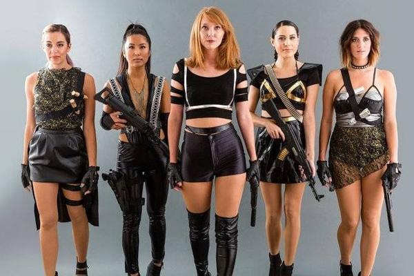 Ý tưởng băng đảng quái nữ trong bài hát Bad Blood của Taylor Swift cũng khiến các cô gái điên đảo.
