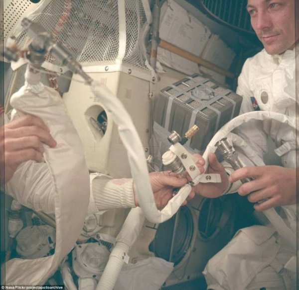 2D2A4C0900000578-0-Astronauts_recorded_more_personal_moments_on_the_Apollo_space_pr-m-11_1444219089104