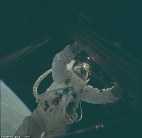 2D2A4C3400000578-3263157-Over_the_course_of_the_Apollo_missions_12_astronauts_walked_on_t-a-55_1444220228962