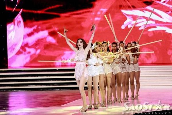 Phần biểu diễn của Hà Hồ sẽ bùng nổ và ấn tượng hơn nếu các thí sinh không đi chậm nhạc.