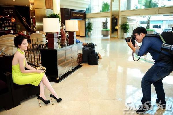 Ngọc Trinh cùng ê-kíp đoàn phim Vòng eo 56 đang có mặt ở TP HCM để thực hiện những cảnh quay tiếp theo. Trước đó, cô có nhiều phân cảnh đáng nhớ tại tỉnh Đồng Tháp.