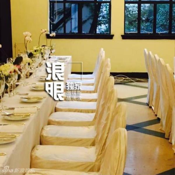 Bối cảnh tiệc cưới tiếp tục được cập nhật cùng với ảnh khách mời.