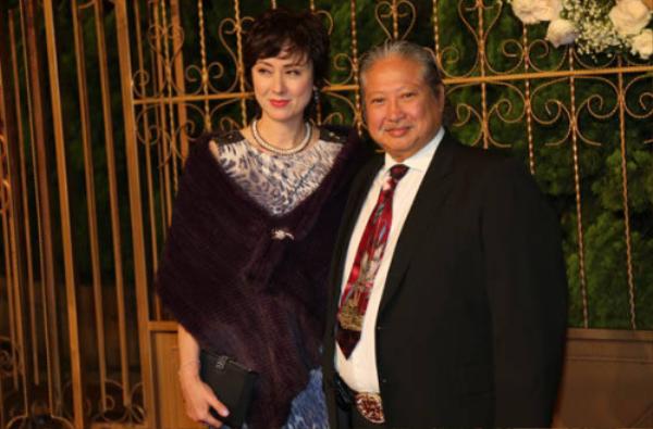 Hai người gửi lời chúc phúc đến Huỳnh Hiểu Minh.