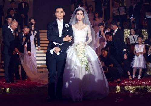 Đám cưới được truyền hình quan tâm nhưng lại bị chỉ trích... lố.