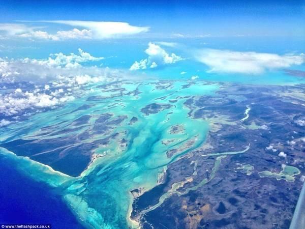 Hình ảnh biển Caribbean của du khách Lee Thompson chụp bằng Iphone 5 trên chuyến bay của mình.