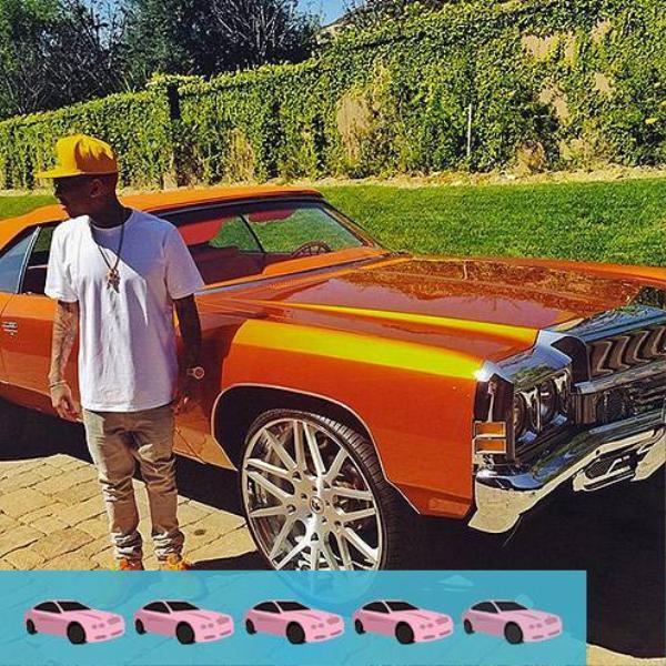 Tyga cũng sở hữu chiếc xế rực rỡ hơn của bạn gái, đó là chiếc Chevrolet Impala màu cam được trang bị ổ đĩa MAGLIA ECL 26 inch.