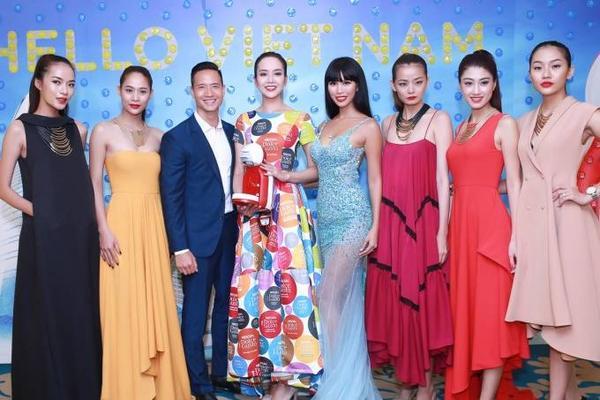 Kim Lý lưu lại khoảnh khắc đáng nhớ cùng Hà Anh và các chân dài khác.