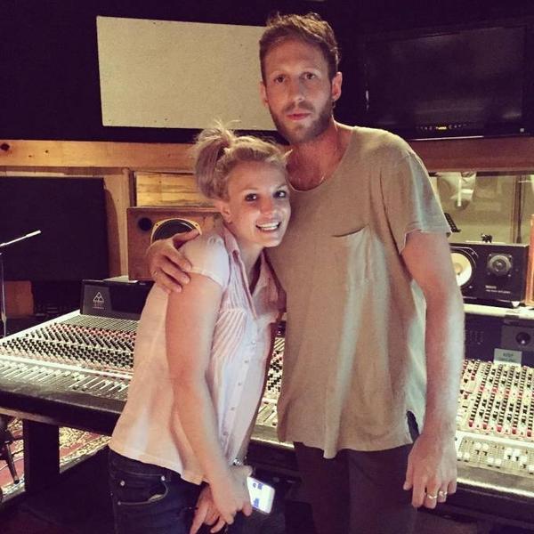 Britney Spears và DJ Burns.