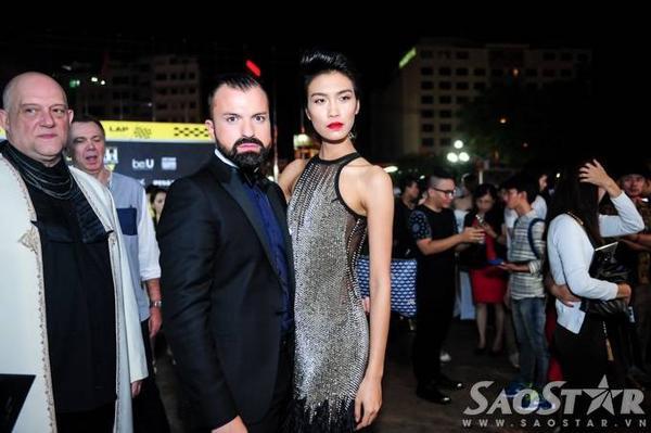Nhà thiết kế Julien Fournié và Nguyễn Oanh - Quán quân Vietnam's Next Top Model 2014.