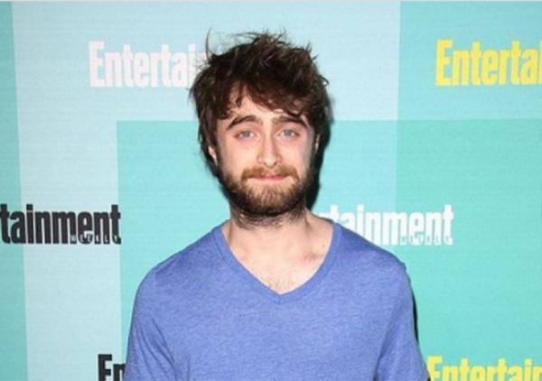 Hary Potter già nua ở tuổi 25 với bộ râu quai nón xồm xoàm.