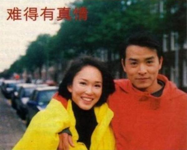 Ngày gặp nhau, Phạm Văn Phương đã có người yêu. Lý Minh Thuận lẳng lặng đứng bên đời cô và chỉ mong cô hạnh phúc.