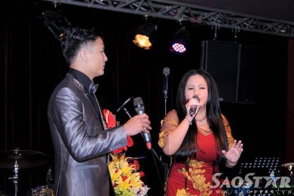 Cả hai gửi tặng mọi người ca khúc Tình đời. Riêng Ngọc Tùng, anh còn biểu diễn thêm bài hát Về đâu mái tóc người thương.