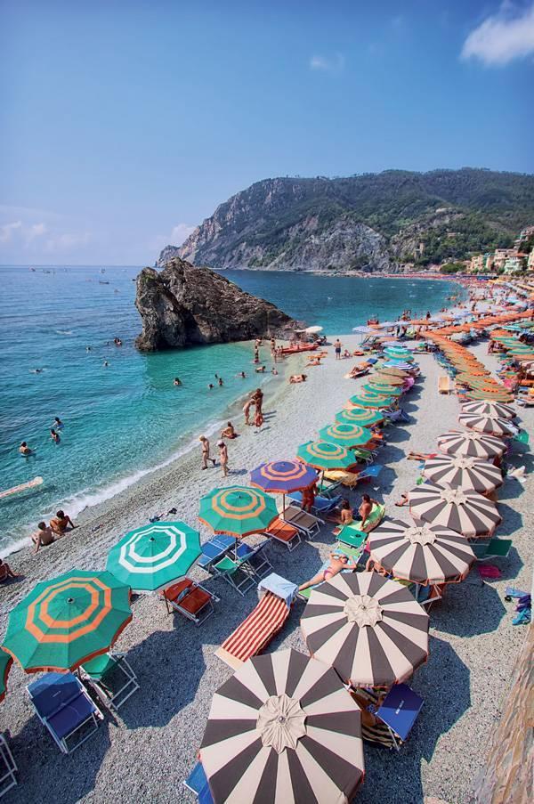 Bãi biển Monterosso al Mare.