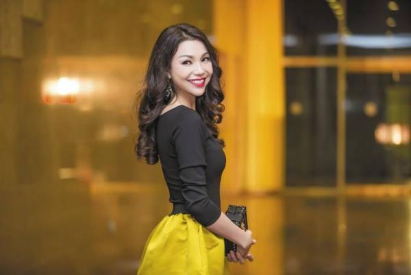 Tối 13/10, xuất hiện trong một chương trình về tóc của chuyên gia Tuấn Hà Lan tại Cung Văn hóa Hữu nghị Việt Xô (Hà Nội), Trà Ngọc Hằng thu hút nhiều sự chú ý từ giới truyền thông và các khách mời tham dự. Người đẹp nổi bật trong chiếc đầm vàng - đen.