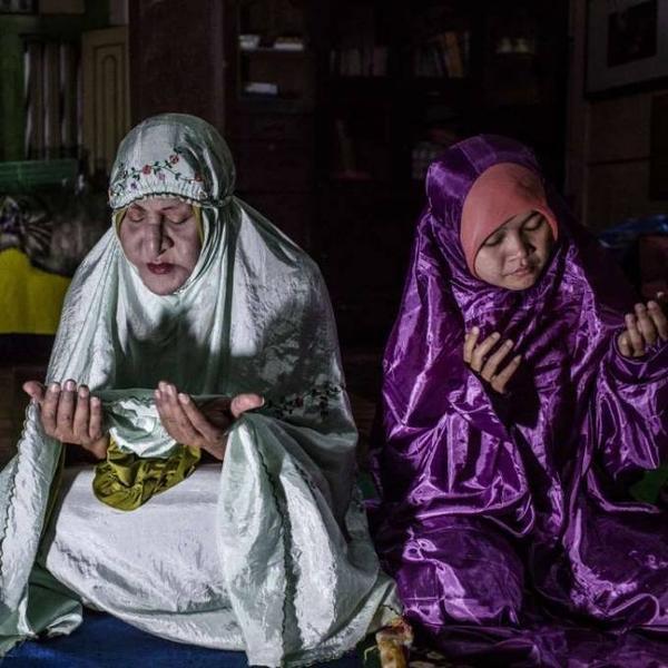Những người đồng giới ở Indonesia bị chính cộng đồng tôn giáo của mình tẩy chay và kỳ thị như mắc một căn bệnh xã hội.