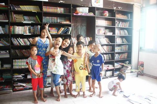 Lan Khuê đã có một năm tâm huyết với dự án từ thiện khi đến với các em nhỏ bị ung thư.