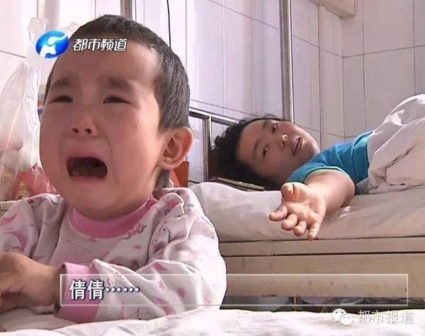 Vì còn quá nhỏ nên đôi khi Thiến Thiến cũng quấy khóc ăn vạ đúng kiểu trẻ con.