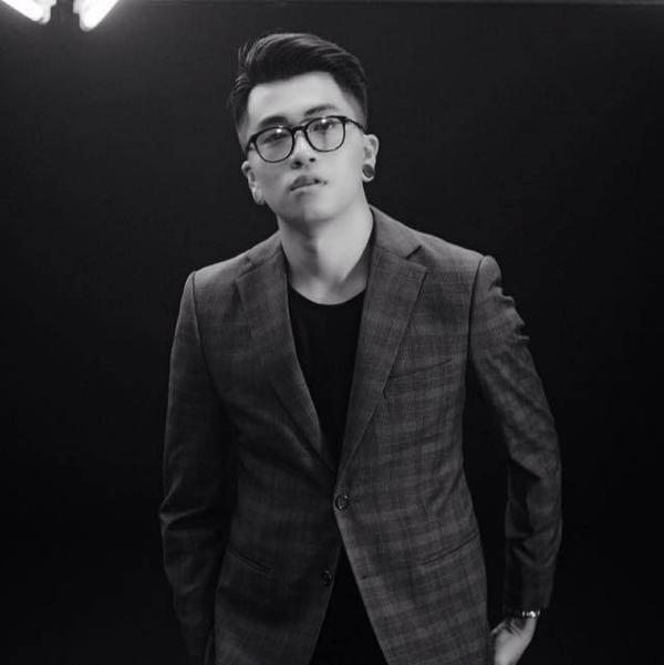 Ứng Duy Kiên là đạo diễn nổi tiếng với các MV mang phong cách độc đáo, sáng tạo.