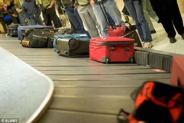 Không nên dùng các loại vali, túi xách, khóa hào nhoáng, sành điệu, nhưng hãy đảm bảo hành lý của bạn có đặc điểm nhận dạng riêng.