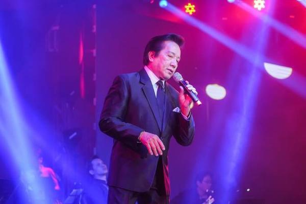 Giọng hát khoẻ, đầy tình cảm của Elvis Phương làm cả khán phòng vỗ tay không ngớt... Đây cũng là những tác phẩm gắn liền với tên tuổi của Elvis Phương trong hơn 50 năm gắn bó cùng nghiệp hát.
