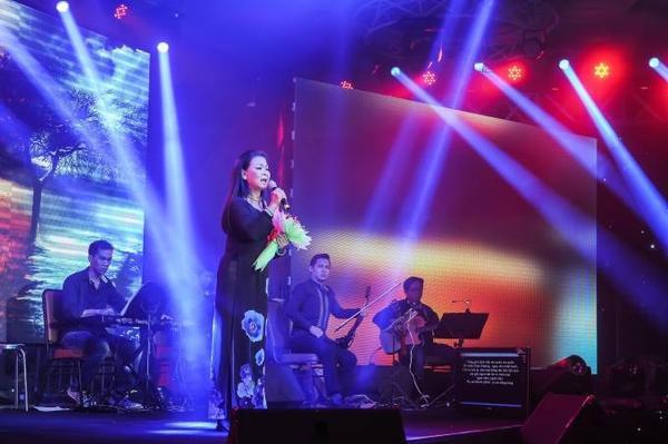 Khánh Ly gửi tặng khán giả thêm bài hát Ru mãi ngàn năm.