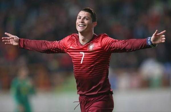 Nhờ phong độ thi đấu ổn định, CR7 cùng đội tuyển Bồ Đào Nha đã có vé đặt chân đến Pháp Euro vào mùa hè năm sau.
