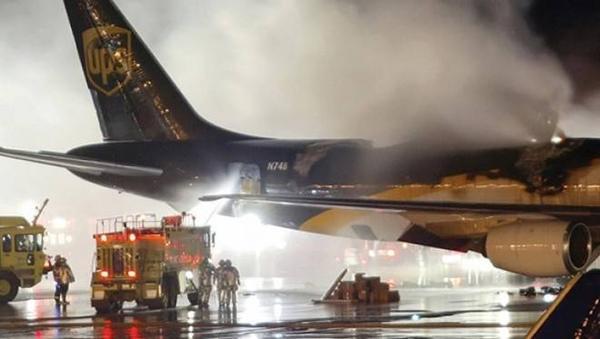 Vụ cháy trên chiếc DC-8 của UPS cũng bị nghi ngờ là do pin lithium gây ra.