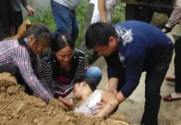 henan-villager-buried-alive-1